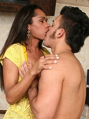 Insatiable swarthy tgirl spreads buttoks for cock
