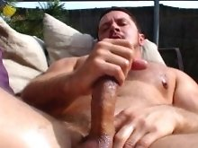 Great good looking beefy gay man! This sounds like a pharse from heaven. Watch our god jerk off. He is delicious.