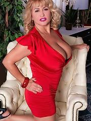 free boobs gallery Valentina Monroe -...