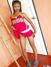 Teen Tuss flashing from her hot pink dress