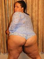 Cute ebony plumper Shyy spreading her thick thighs to take cock banging in her coochie