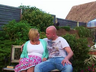 Bald Guy Gives The Experienced Babe A Backyard Treatment