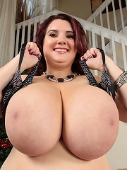 This brunette plumper absolutely loves to suck dick. Her pussy gets wet just thinking of a throbbing cock in her mouth then her fat pussy!