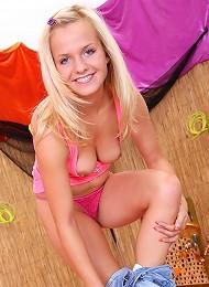 Using A Pink Sex Toy Teen Porn Pix