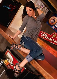 Nikkis Got Pump Love On The Bar, Showing Off Her Powerful Ass And Big Tits Teen Porn Pix