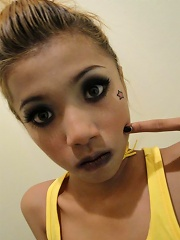Emo Thai cutie gets you horny with her tongue