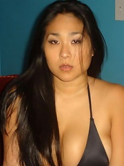 Chubby amateur asian beauty in sexy black lingerie is posing