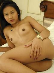 Thai girl Kita naked