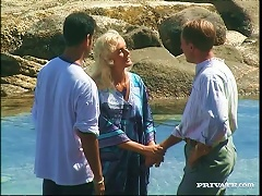 BravoTube Video - Suzan Nielsen Gets Sandwiched On A Rocky Beach In Mmf Clip