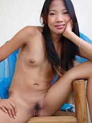 Sweet and skinny Manila girl Eloisa posing nude